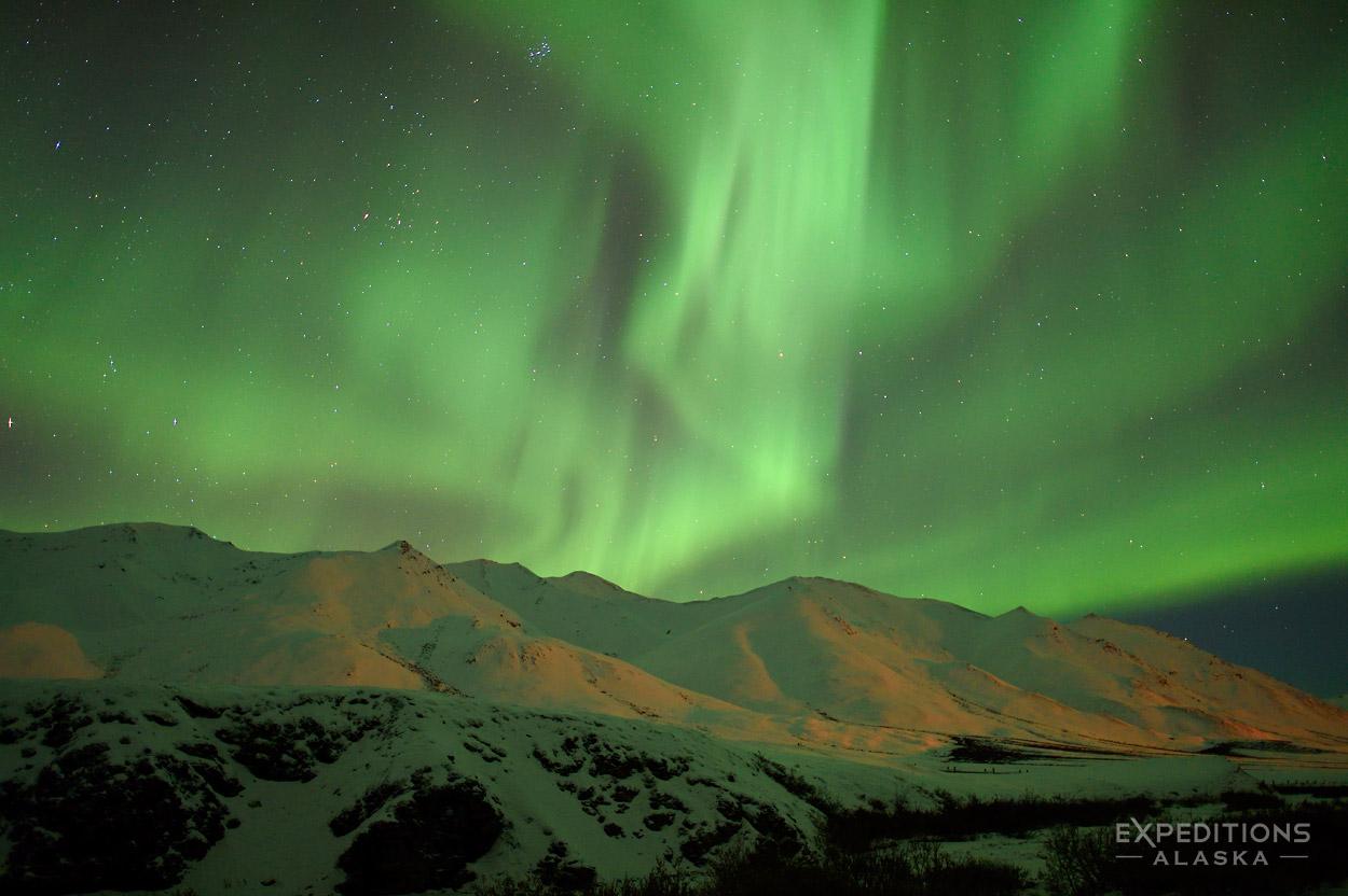 northern lights over chugach mountains  matanuska glacier